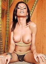 Alina Fontinelli jacks off her throbbing ding dong in a jungle themed room