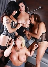 Carmen fucking a babe with 2 tgirls