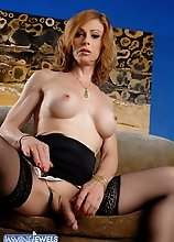Super hot MILF Jasmine Jewels exposing herself