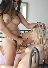 TS Angelina & Vaniity fuck each other
