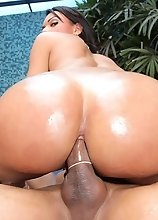 Thalia Modesto gets her tranny booty fucked and banged!